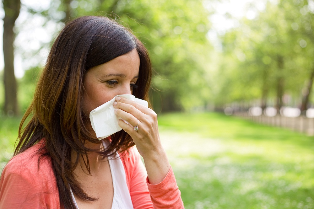 Woman Sneezing and in need of Holistic Medicine for Allergy in Arlington Heights IL